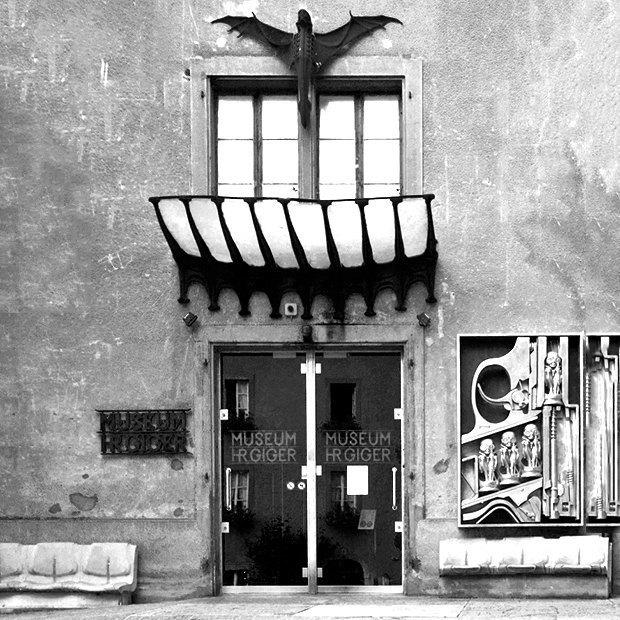 Как выглядит бар монстров Ганса Руди Гигера. Изображение № 2.