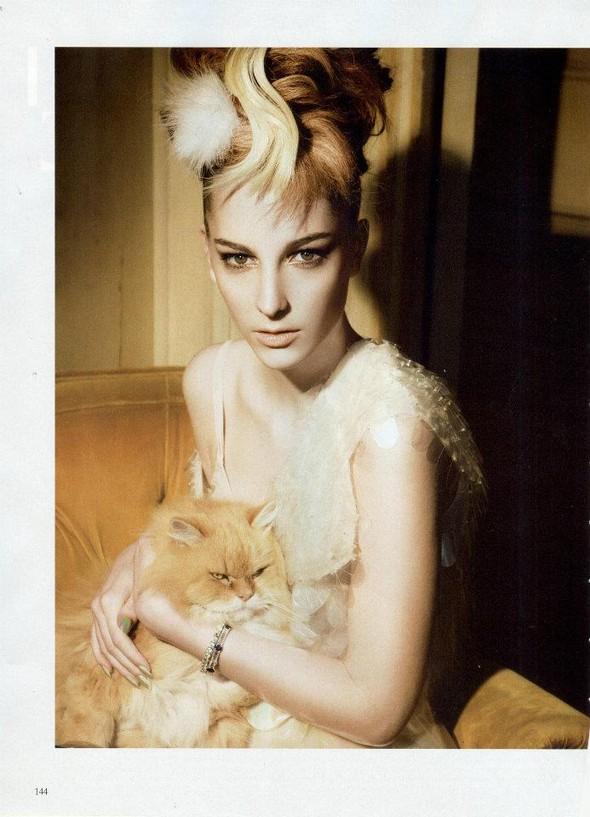 Съёмка: Розанна Георгиу для Vogue. Изображение № 8.