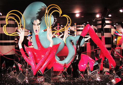 10 праздничных витрин: Робот в Agent Provocateur, цирк в Louis Vuitton и другие. Изображение № 46.