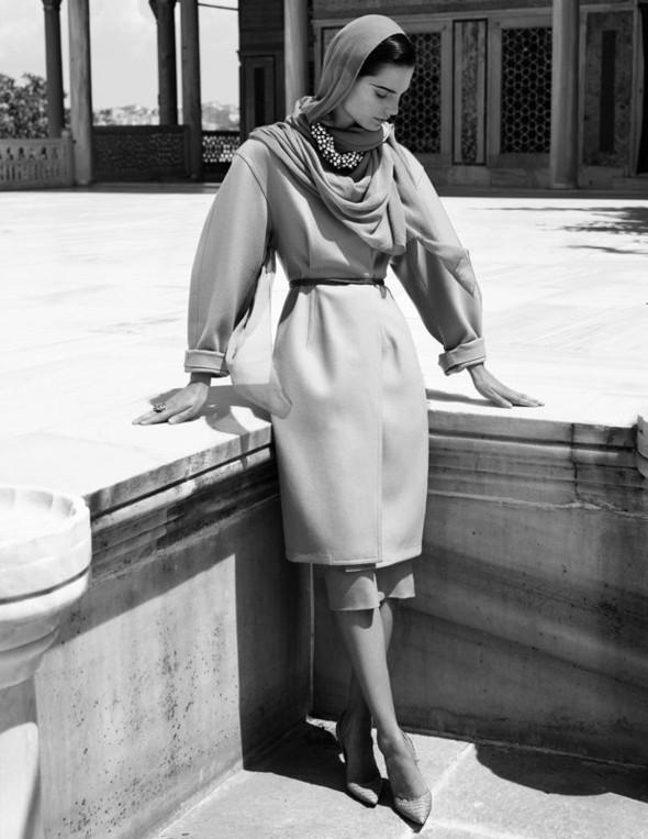 Съемка: Белая Ирис в Vogue Germany October 2011. Изображение № 11.