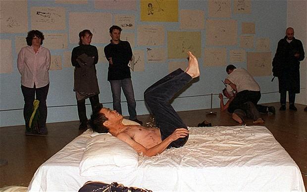 Арт-интервенция в работу My Bed, Yuan Chai, Jian Jun Xi, 1999. Изображение № 11.