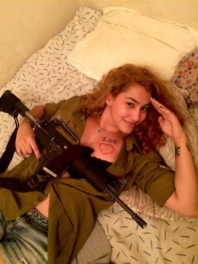 Израильтянки поддержали военных откровенными фото в Facebook. Изображение № 4.
