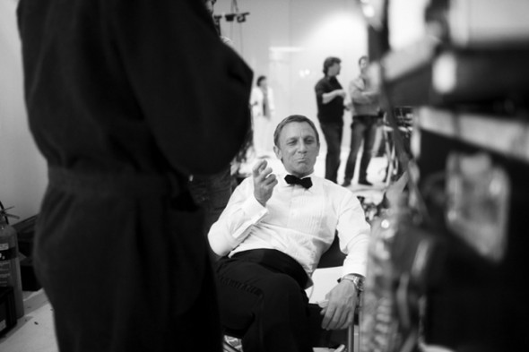 007: DANIEL CRAIG: BEHIND THE SCENES BW PHOTOGRAPHY. Изображение № 8.