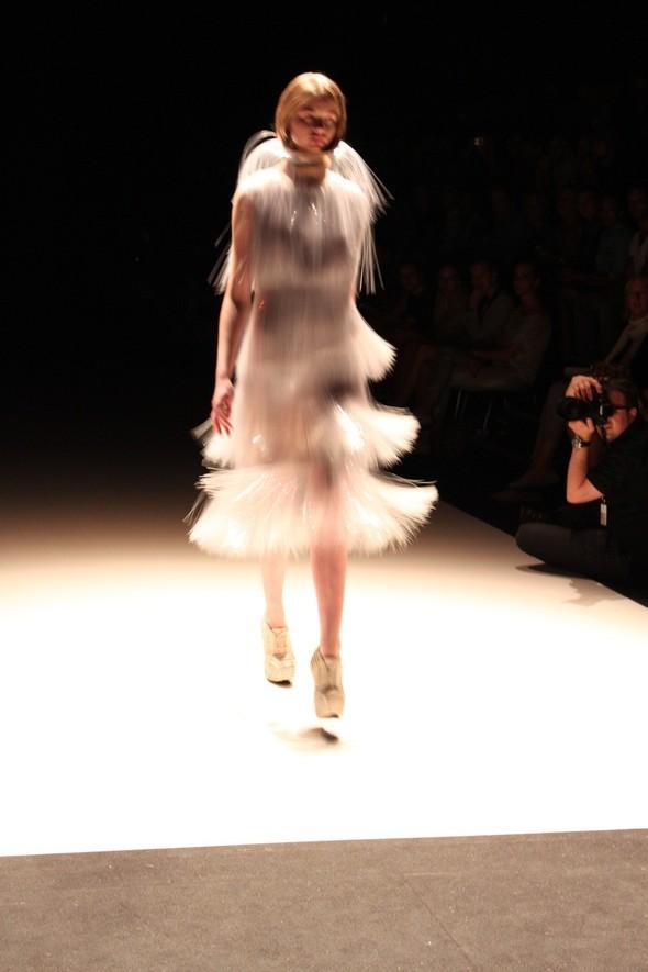 Iris van Herpen на берлинской Неделе Моды весна-лето 2012. Изображение № 9.