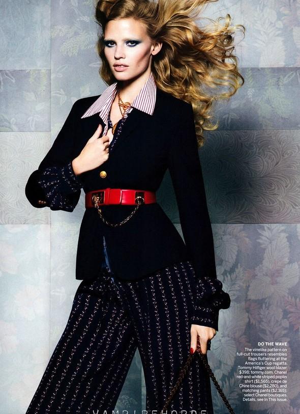 Съёмка: Лара Стоун для американского Vogue. Изображение № 4.