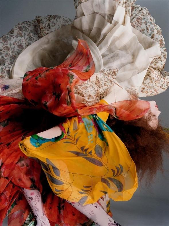 Архивная съёмка: Сольве Сундсбо и Полина Куклина для V, 2004. Изображение № 2.
