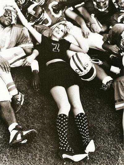 Claudia Schiffer byEllen vonUnwerth, 1994. Изображение № 6.