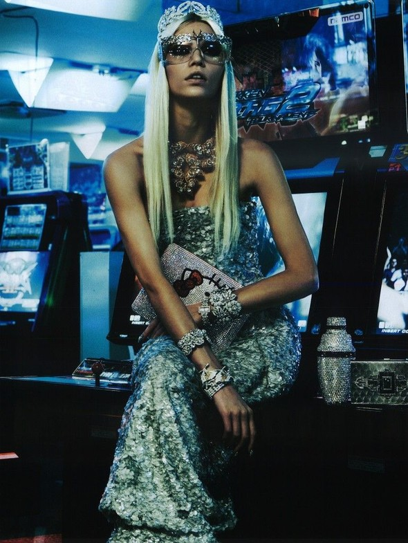 Элин Вебер The Girl Who Rocks The Planet в апрельском Vogue Япония. Изображение № 5.