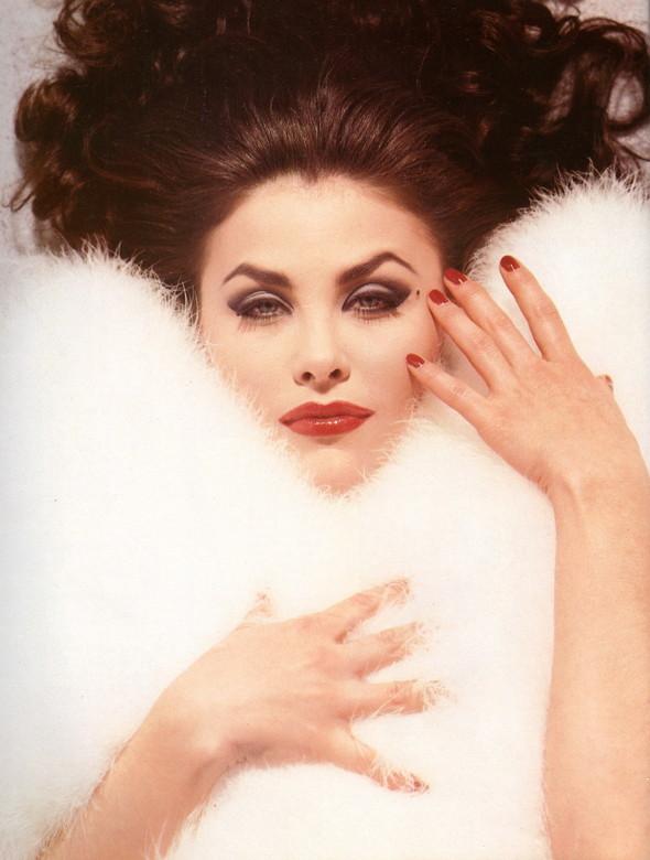 Архивная съёмка: Шерилин Фенн для кампании Dolce & Gabbana FW 1991. Изображение № 3.
