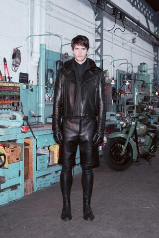 Givenchy, Comme des Garçons, Folk и другие марки показали новые лукбуки. Изображение № 14.