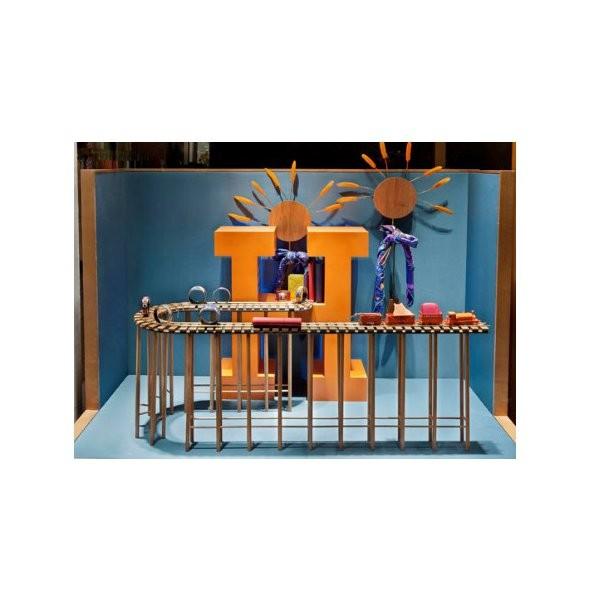 10 праздничных витрин: Робот в Agent Provocateur, цирк в Louis Vuitton и другие. Изображение № 50.