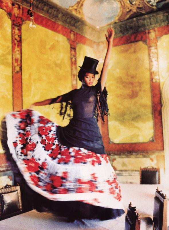 Архивная съёмка: Наоми Кэмпбелл и Эллен фон Унверт для Vogue, 1998. Изображение № 6.