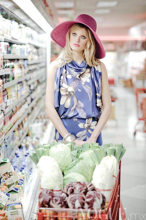 Съёмка: Констанс Яблонски для мексиканского Vogue. Изображение № 4.