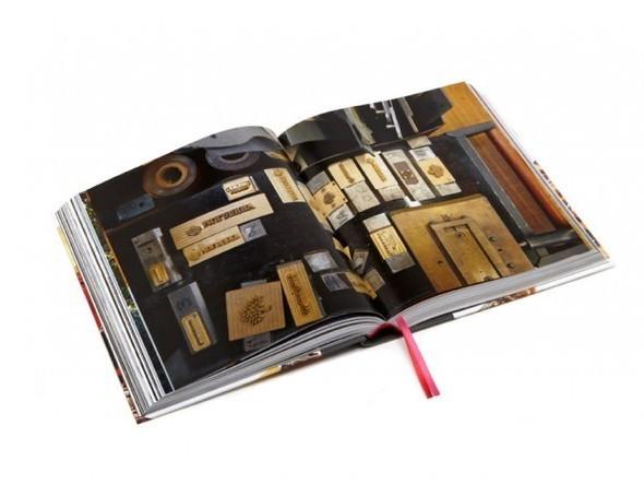 Изображение 2. Mulberry выпускают книгу к своему юбилею.. Изображение № 2.