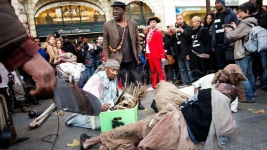 Главные протесты в моде: От человеческих волос до голой демонстрации. Изображение № 3.
