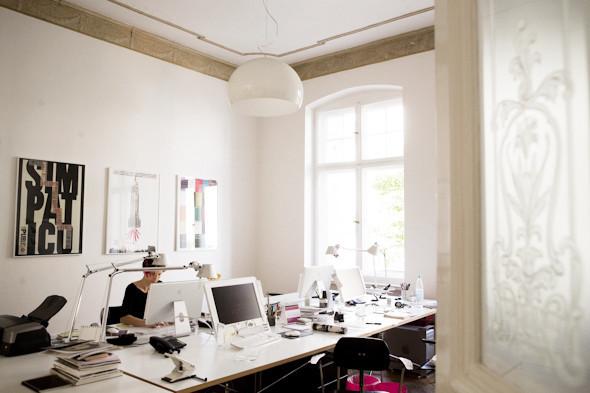 Рабочее место: Юстус Ойлер, арт-директор дизайн-студии Pentagram в Берлине. Изображение № 9.