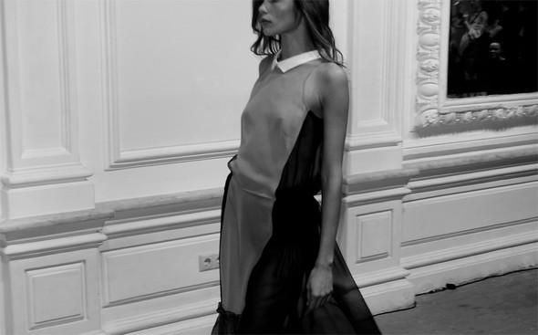 Дизайнер Андрей Артемов: «Она идет от своего парня в мужском пиджаке поверх коктейльного платья». Изображение № 9.