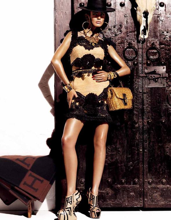 Съёмка: Бьянка Балти для Vogue. Изображение № 5.