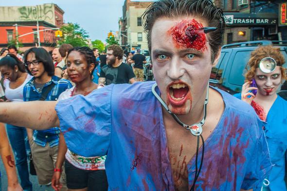 Зомби парад в Нью Йорке. NYC Zombie Crawl.. Изображение № 13.