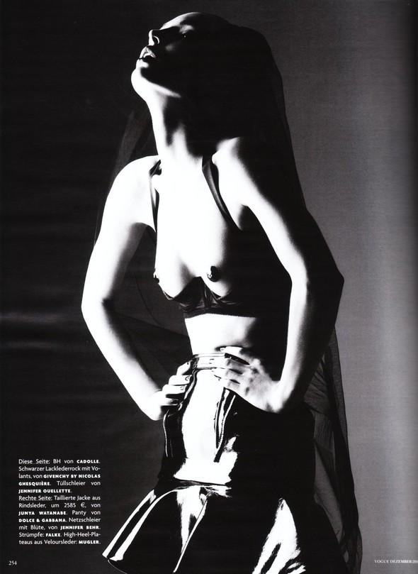 Съёмка: Карола Ремер для Vogue. Изображение № 11.