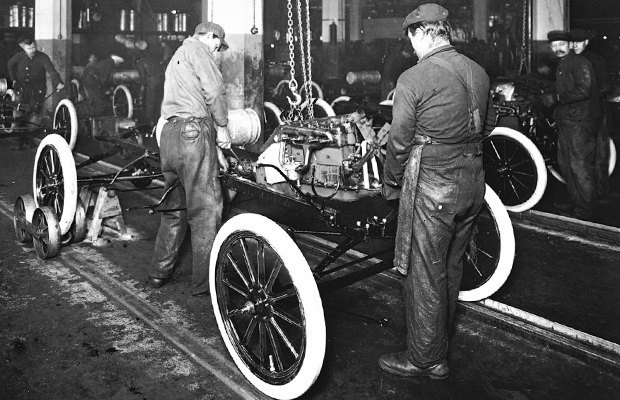 a biography of henry ford a revolutionary automobile manufacturer