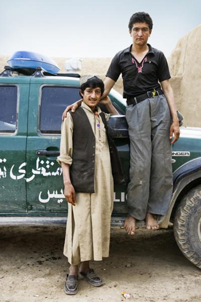 Chai Boys.  Эти ребята входят в состав Полиции. Иногда в пути они сталкиваются с дискомфортом, но держатся с гордостью. Словно девочки-подростки, но без зеркала.. Изображение № 18.