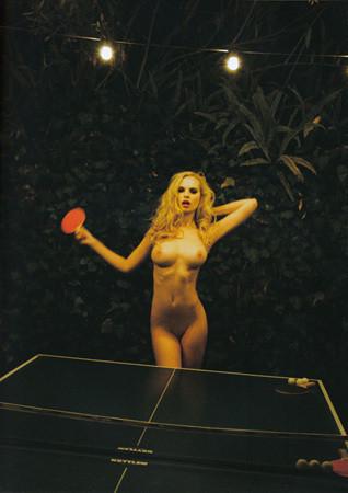 Части тела: Обнаженные женщины на фотографиях 1990-2000-х годов. Изображение №7.