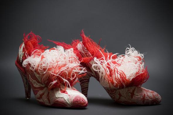Бисер, воск, старая обувь и Марина Демпстер. Изображение № 4.