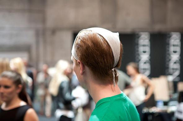 Модные фрики и бэкстейдж на Амстердамской неделе моды.. Изображение № 12.