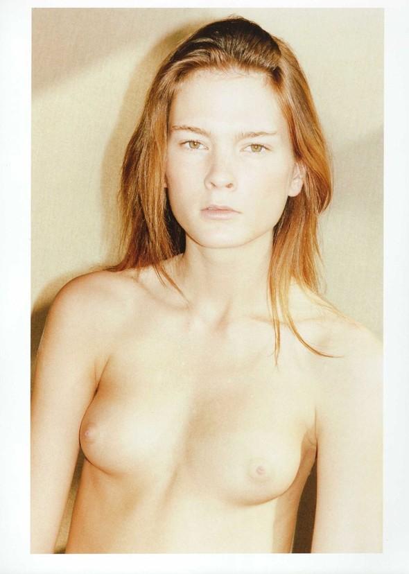 Съёмка: Ирина Куликова для 032c. Изображение № 15.
