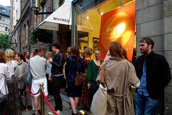 Столпотворение перед магазином Whyred в день показа. Изображение № 16.