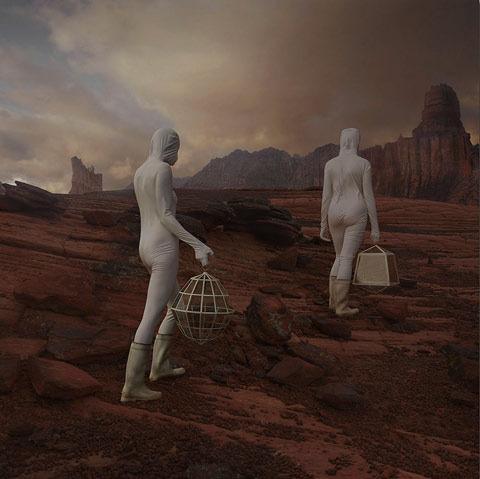 По просьбе NASA художники изобразили жизнь первых женщин на Марсе. Изображение № 3.