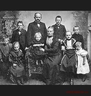 Семья Франца Фальке. Изображение № 2.