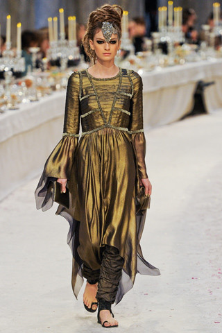 Chanel показали пре-осеннюю коллекцию. Изображение № 59.