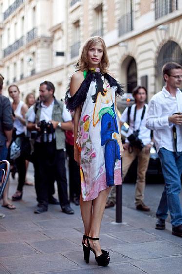 Уличный стиль на Неделе высокой моды в Париже. Изображение № 38.