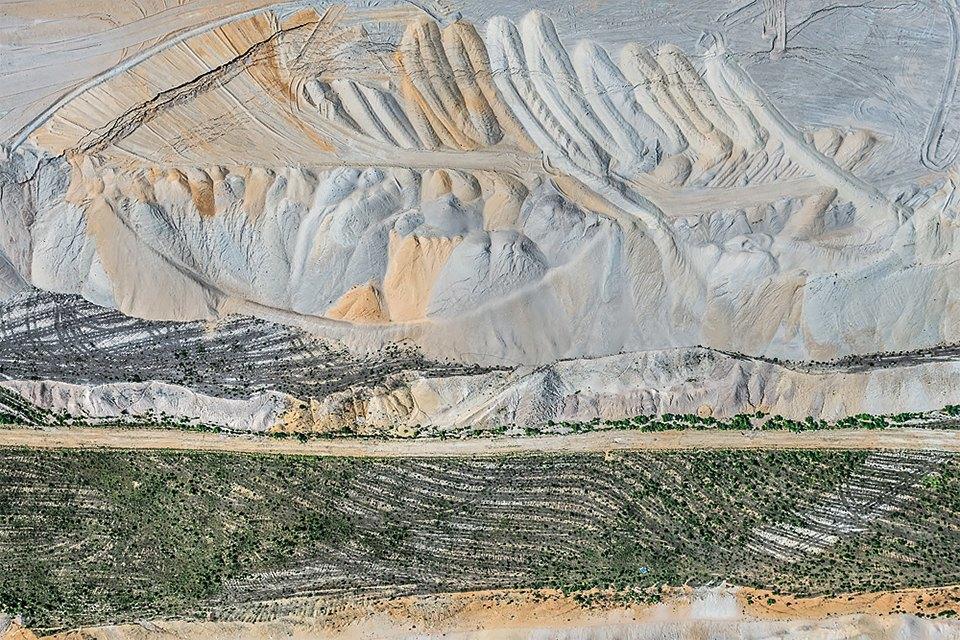 Захватывающие фотографии огромной угольной шахты. Изображение № 20.