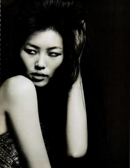 Фотосессия Лиу Вен и Фей Фей Сун для Vogue China. Изображение № 1.