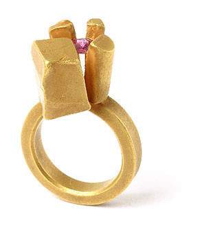 Karl Fritsch: Кольцо может быть оружием. Изображение № 31.