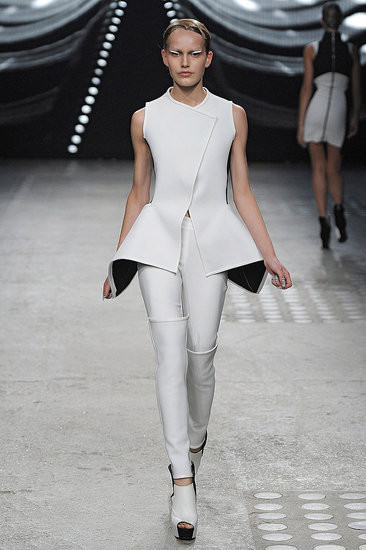 Показ: Gareth Pugh spring 2012 Ready-to-Wear. Изображение № 1.