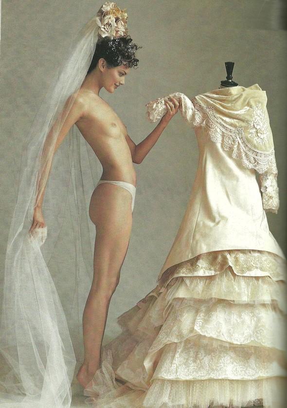Архивная съёмка: Модели и дизайнеры в объективе Ирвинга Пенна для Vogue, 1995. Изображение № 18.