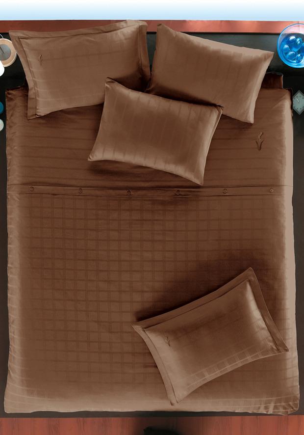 ТОП 10 темных комплектов постельного белья. Изображение № 7.