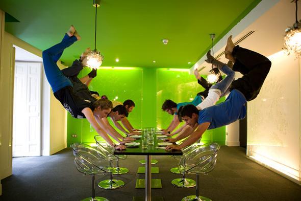 Летающие и падающие люди Ли Вея. Изображение № 26.