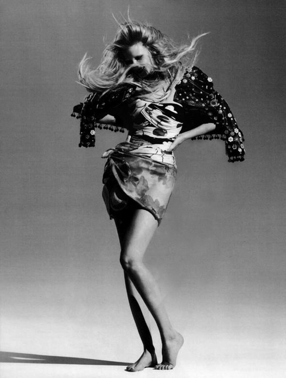 Лара Cтоун в январском Vogue: Дитя человечества. Изображение № 3.