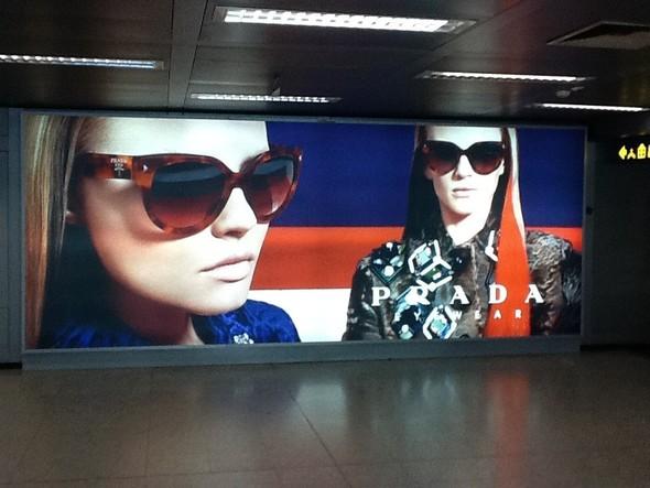 Превью кампаний: Prada, Louis Vuitton, Valentino и другие. Изображение № 3.
