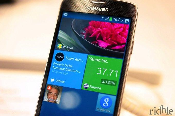 Смартфон Samsung на операционной системе Tizen на выставке Mobile World Congress 2014. Изображение № 4.