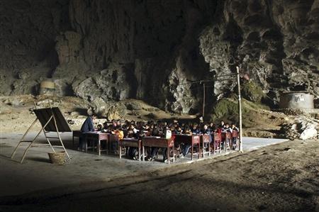 Школа впещере, вграфстве Ziyun. Китай. Изображение № 1.