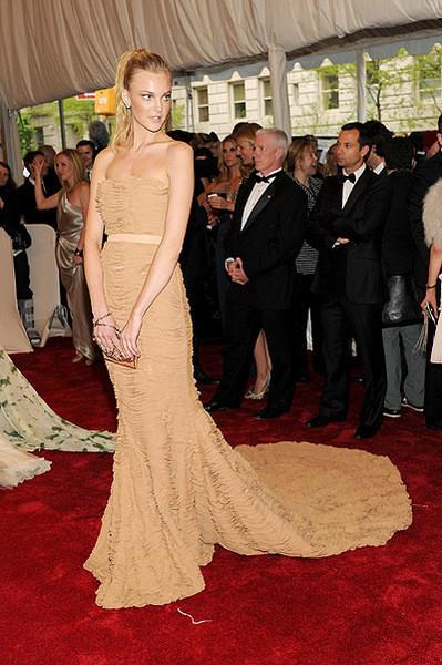 Изображение 5. 2011 MET Costume Institute Gala - Models style.. Изображение № 6.