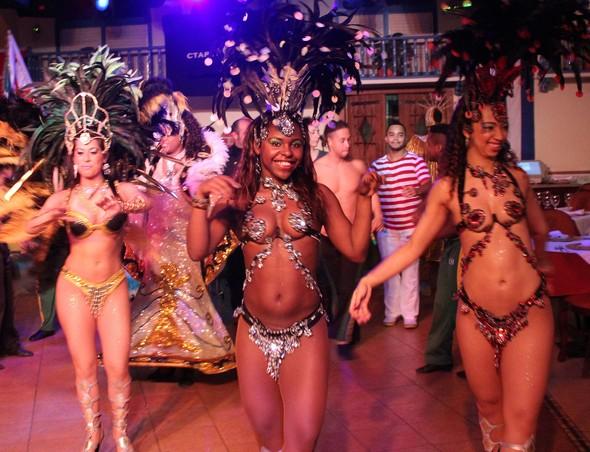 Бразильский карнавал в Москве. Изображение № 3.