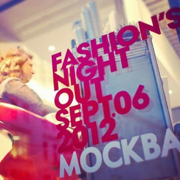 Instagram-фотоотчет о Fashion's Night Out по всему миру. Изображение № 12.