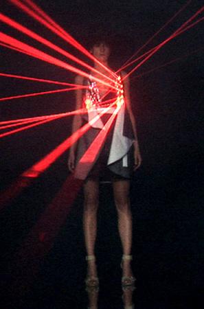 Лазерные платья Хуссейна Чалаяна. Изображение № 2.